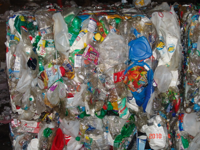 40,000 lbs of Commingled HDPE Scrap 1-7 Bottles Available in Bales @ 132 US $