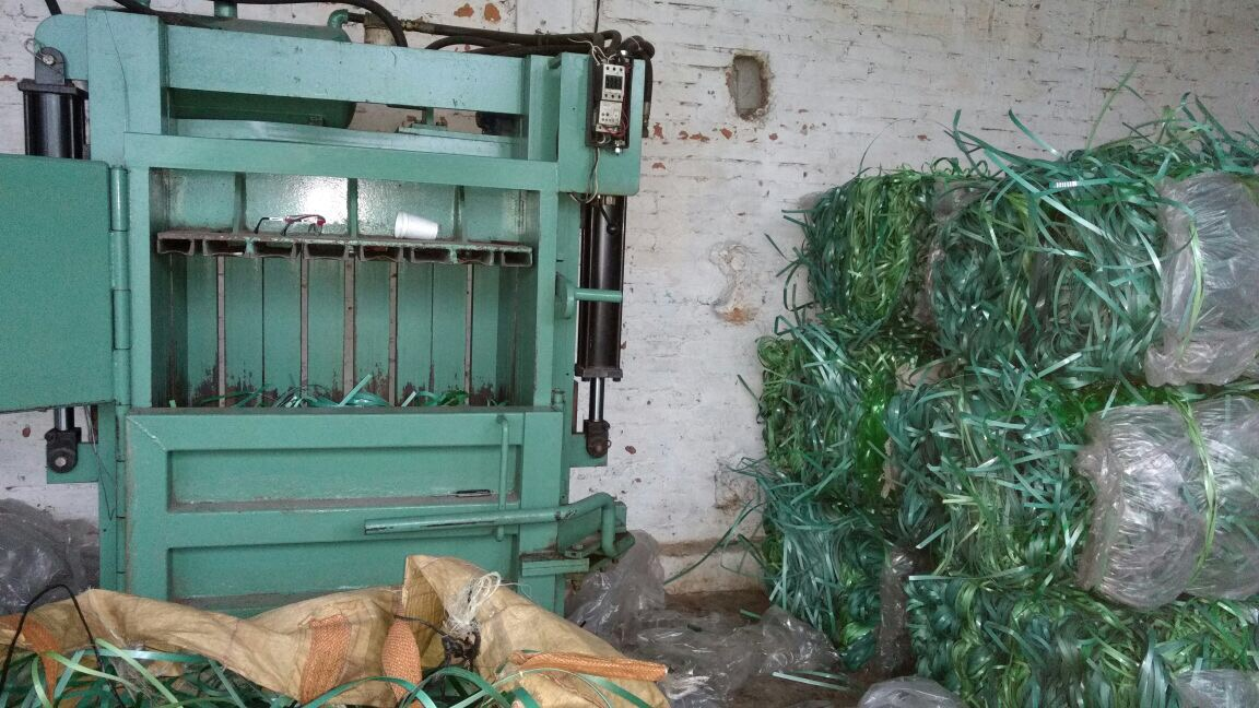 Immediate sale of 40,000 lbs PET green strapping in Bales