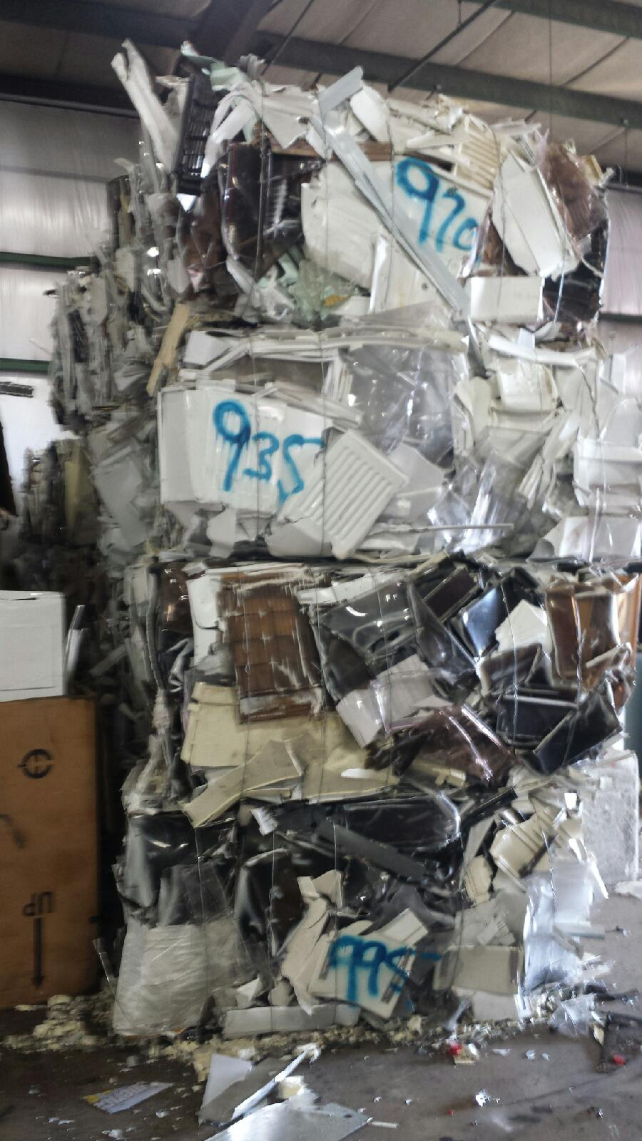 RR2916A 40,000 lbs of HIPS Scrap from Refrigerators for Selling!
