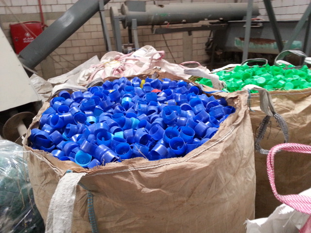 Blue, Green and Red Color LDPE Caps Scrap Regrind 20 MT for Sale @ 760 US $